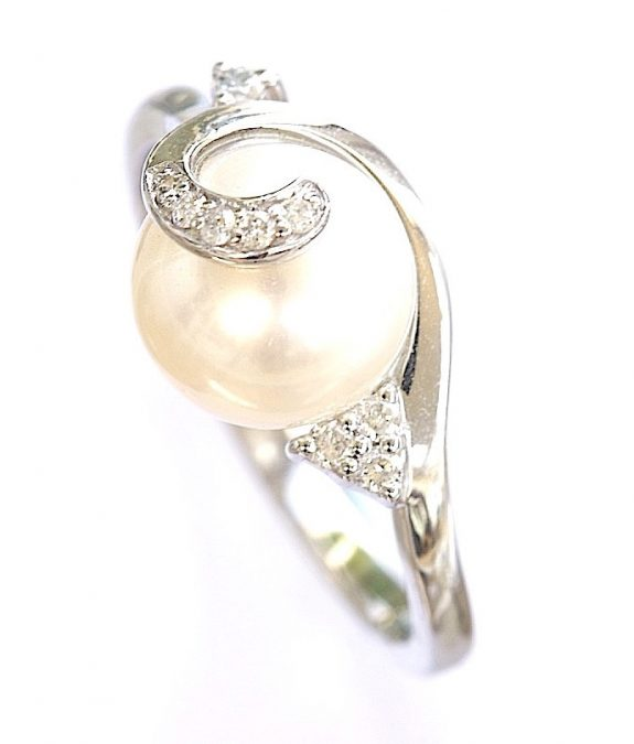White gold pearl ring